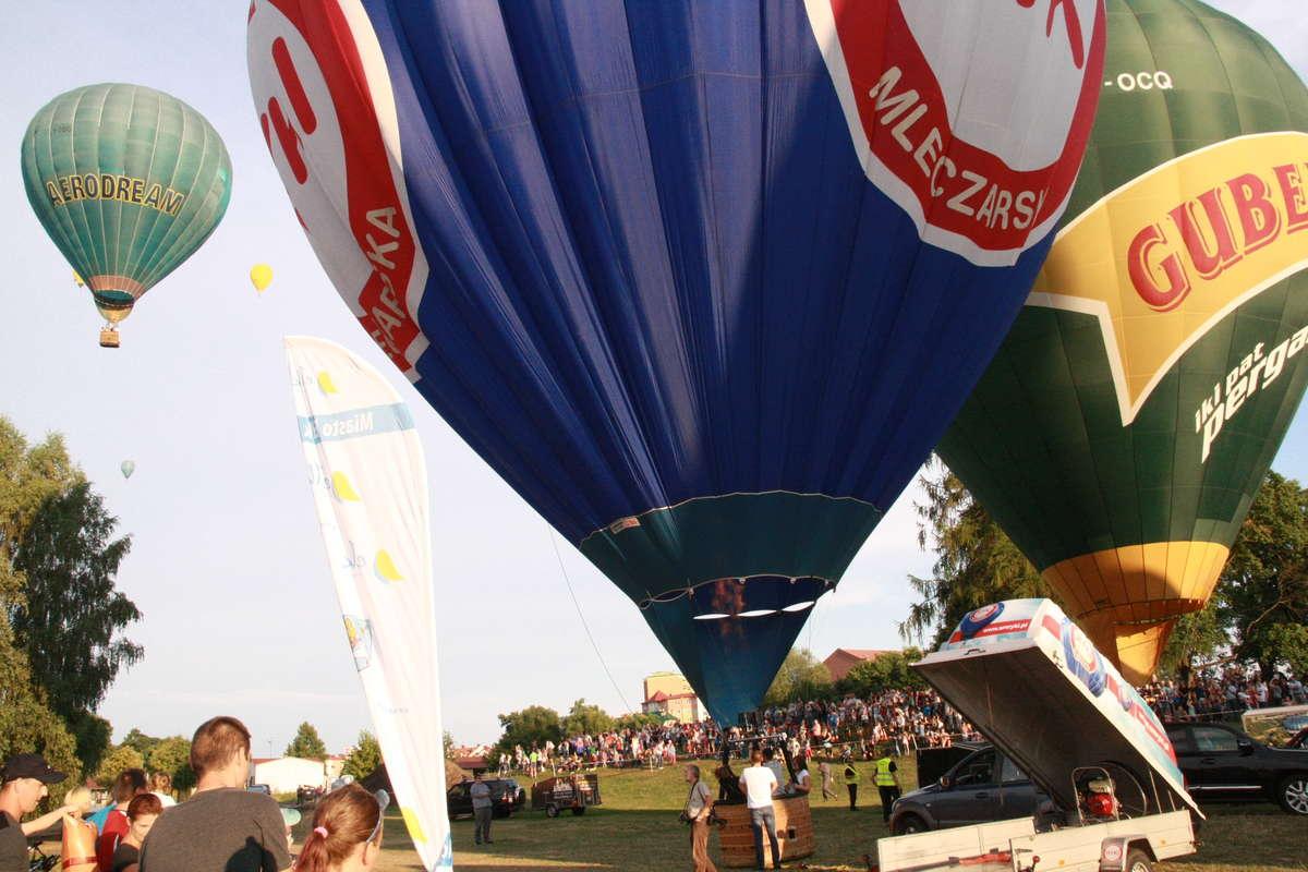 Na ełckim niebie znów kolorowo. Balony wzbiły się w powietrze! - full image