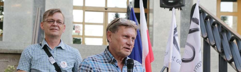 Protest pod Sądem  Olsztyn-protest pod sądem w obronie konstytucji Nz.Leszek Balcerowicz