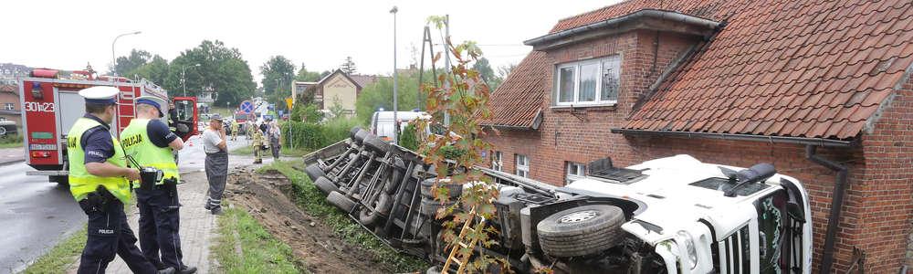Ciężarówka zderzyła się z osobówką w Olsztynie. Gigantyczne korki na ul. Bałtyckiej [ZDJĘCIA, VIDEO, AKTUALIZACJA]