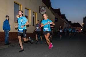 340 osób pobiegło w Night Run Susz. Sprawdź wyniki, zobacz zdjęcia