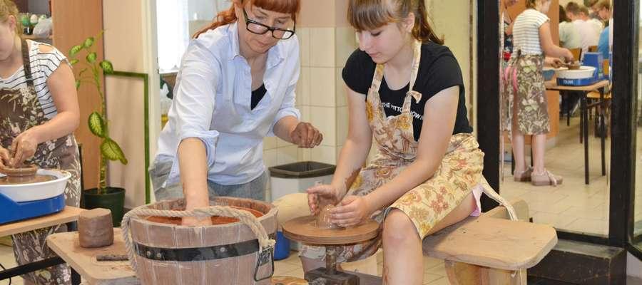 Uczestnicy wzięli udział m.in. w warsztatach ceramicznych.