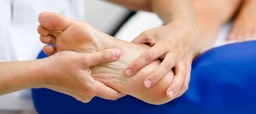 Zadbaj o stopy. Radzi podolog i rehabilitant
