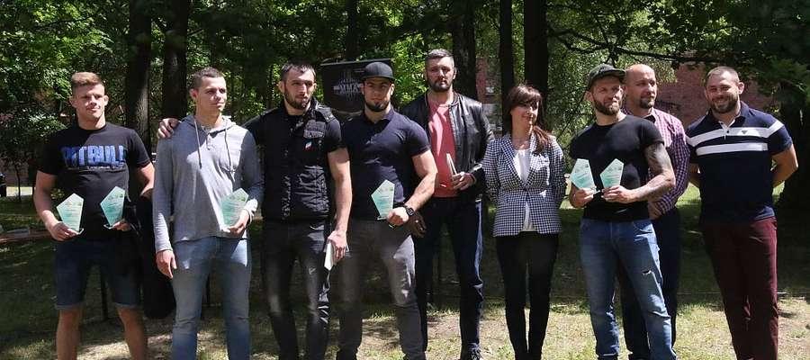 Berkut Arrachion podsumował sezon. Od prawej trenerzy Paweł Derlacz i Szymon Bońkowski, piąty z prawej Karol Celiński