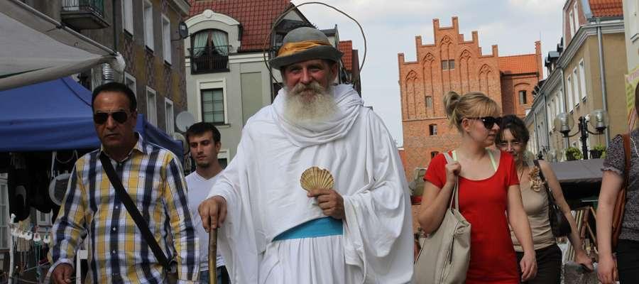 Nie bądźcie zdziwieni, kiedy spotkacie przechadzającego się ulicami miasta św. Jakuba, którego przecież nie może zabraknąć w czasie fiesty