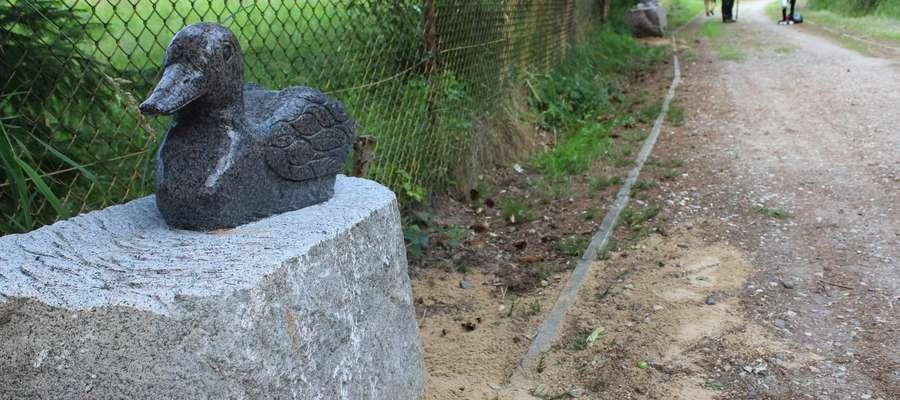 Wokół Jeziora Dywickiego stanęły bajkowe rzeźby