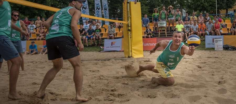 Do walki na piasku stanęły drużyny z Polski i zagranicy.