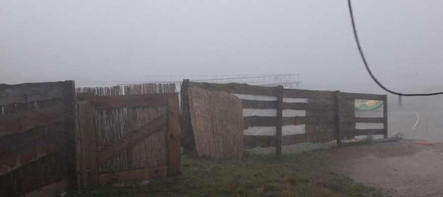 Takie warunki panowały w sobotę na Dzikiej Plaży w Iławie (ogrodzenie szkoły windsurfingu)