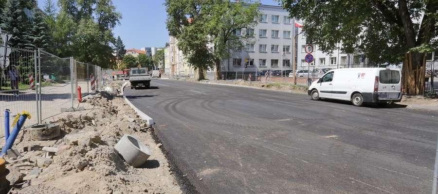 Partyzantów asfalt  Olsztyn-Partyzantów, kładzenie  asfaltu