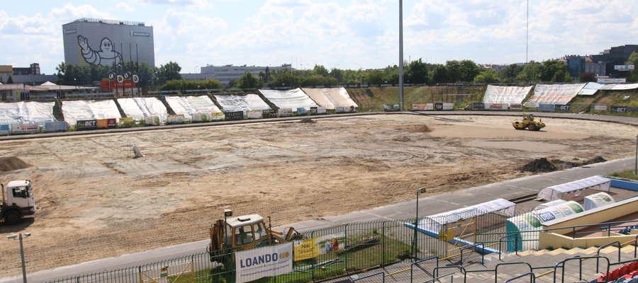 Na stadionie przy Al. Piłsudskiego 69 A trwają prace związane z modernizacją murawy