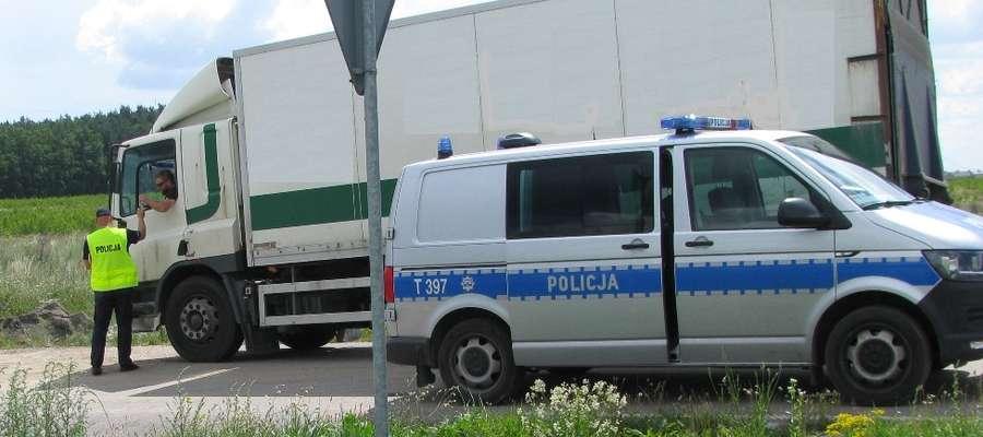 Funkcjonariusze kontrolowali użytkowników, w tym kierujących pojazdami w zakresie przestrzegania przepisów BRD i jazdy zgodnej z przepisami