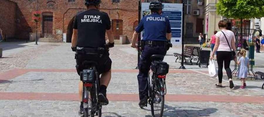 Patrole rowerowe pozwalają mundurowym objąć nadzorem większy teren, mogą częściej pojawiać się w niebezpiecznych rejonach oraz wjechać w miejsca niedostępne dla samochodu.