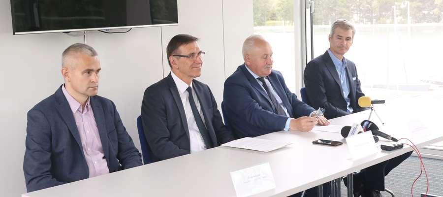 Tomasz Jankowski, Piotr Grzymowicz, Gustaw Marek Brzezin i Piotr Kulikowski na konferencji poświęconej startowi Indykpolu AZS w europejskich pucharach