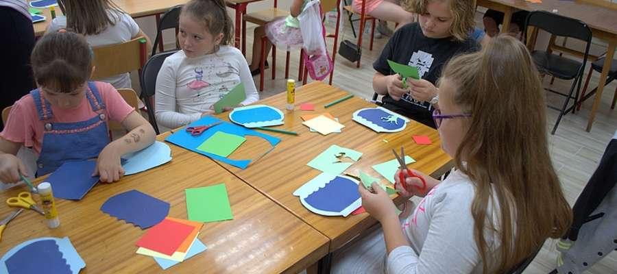 Każdego dnia dzieci wykonywały inną tematyczną pracę plastyczną