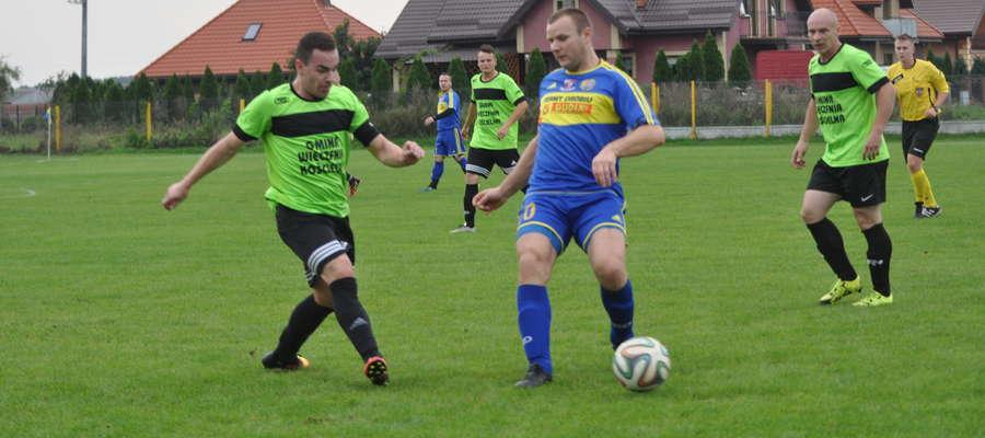 Paweł Baca (w środku) zdobył gola fot. arch