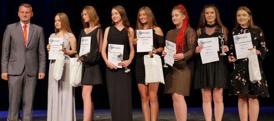 Ola (z prawej) wśród laureatek ogólnopolskiego konkursu