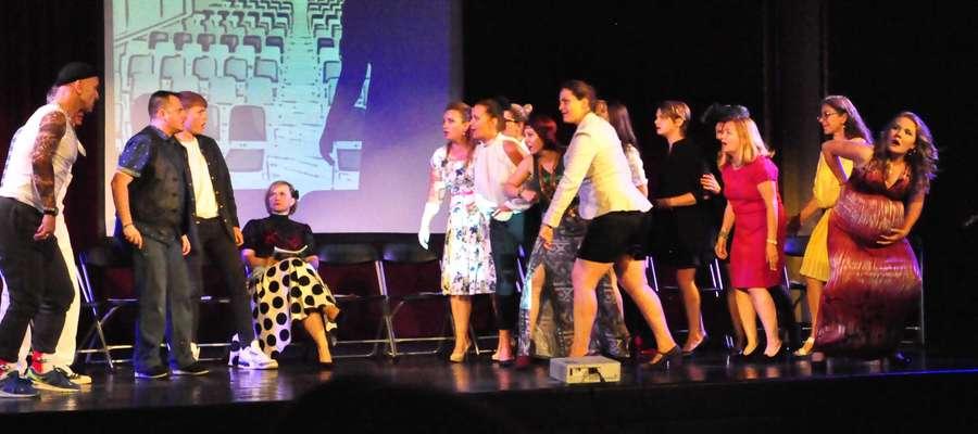 Grupa teatralna działająca przy Iławskim Centrum Kultury zrzesza osoby w różnym wieku - jedynym warunkiem jest miłość do teatru