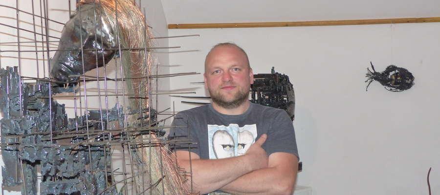 Rzeźby w metalu Rafała Szulca można oglądać w Galerii IST-art przy Amfiteatrze im. L. Armstronga w Iławie w każdy weekend do 8 sierpnia