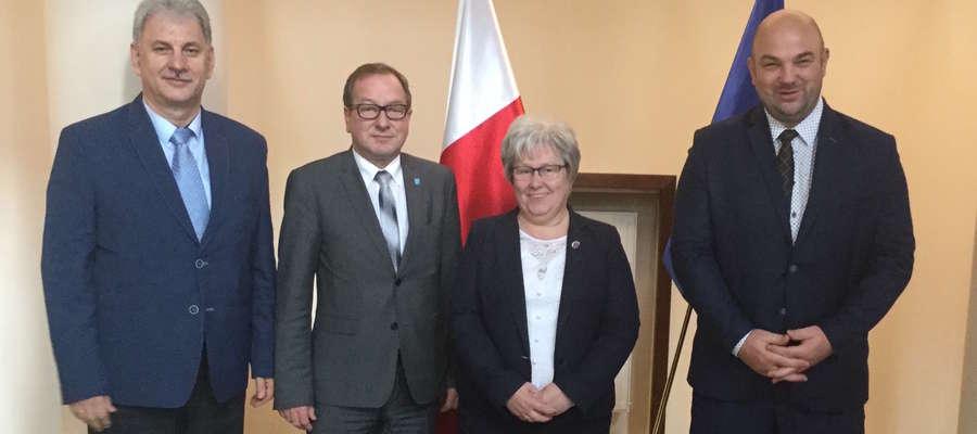 W październiku 2017 roku Senator RP Bogusława Orzechowska wspólnie z władzami powiatu spotkała się z ministrem w sprawie przejazdu na drodze krajowej nr 16. Wówczas nastroje jeszcze były dobre