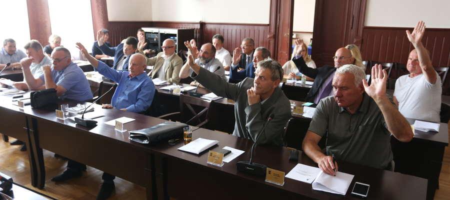 Radni miejscy większością głosów odrzucili uchwałę o obniżeniu wynagrodzenia burmistrza Kętrzyna
