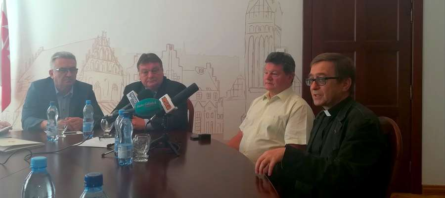Umowę na wykonanie remontu podpisano w Urzędzie Miasta