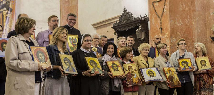 W Sanktuarium Maryjnym w Krośnie odbyła się wystawa ikon Warmińskiej Pracowni Ikony oraz mieszkańców Ornety i okolic.