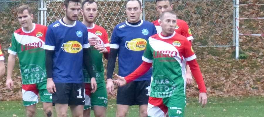Marcin Karczewski (pierwszy z prawej w granatowej koszulce) przechodzi z Unii Susz do lubawskiego Motoru
