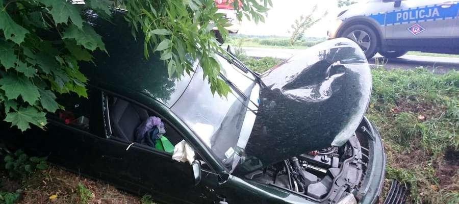 W okolicach Kociołka Szlacheckiego kierowca passata zjechał do rowu. W wypadku ucierpiał pasażer
