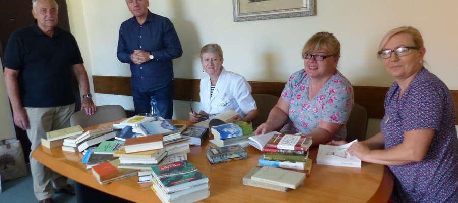 Przekazanie książek piskiemu szpitalowi