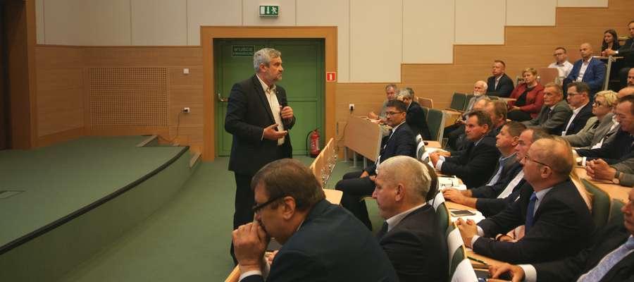 Minister J.K. Ardanowski podczas konferencji nt. ASF