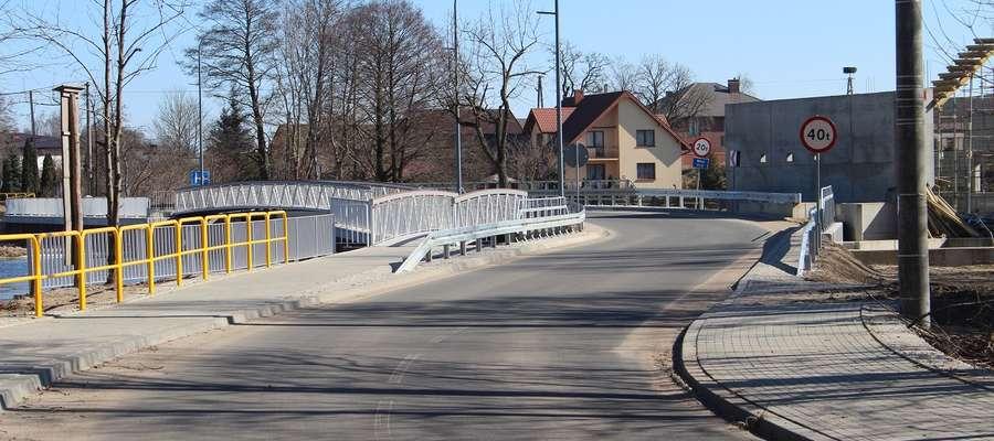 Kierowcy po długim oczekiwaniu mogą korzystać z mostu.