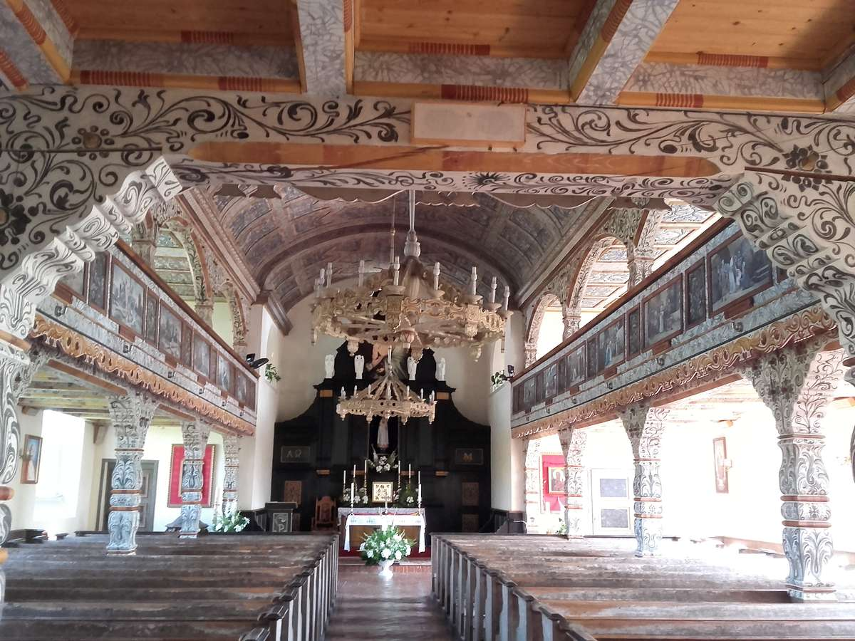 Okartowo: malowany kościół - full image