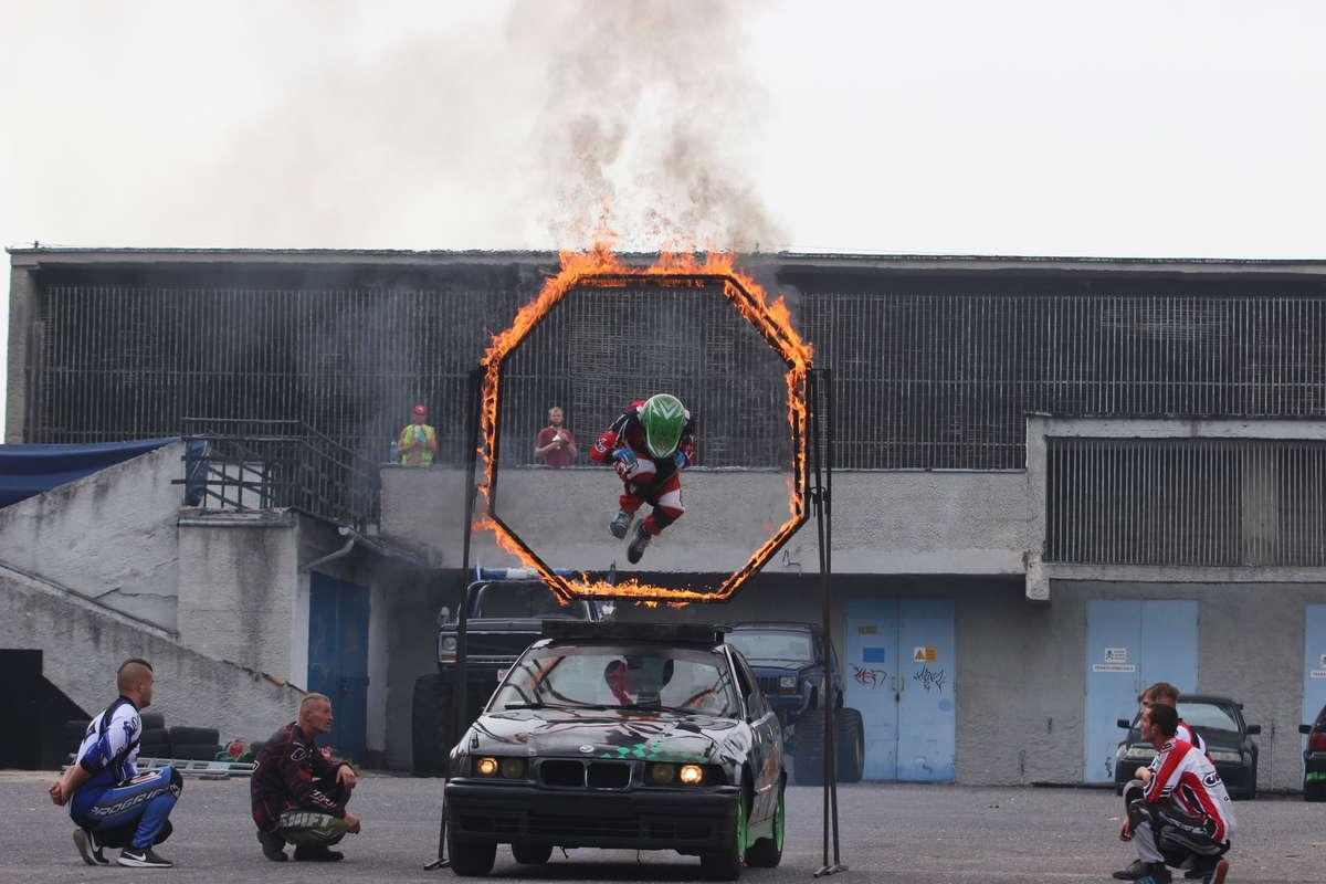 Drift, monster trucki i dużo ognia. Niesamowity pokaz w Olsztynie [ZDJĘCIA, VIDEO] - full image
