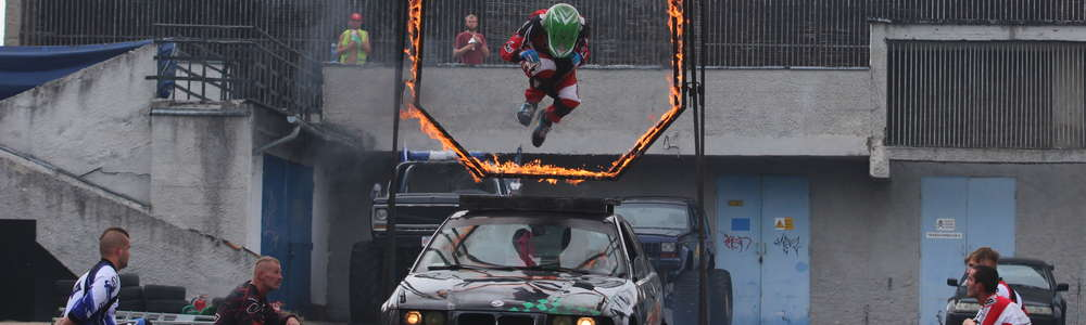 Drift, monster trucki i dużo ognia. Niesamowity pokaz w Olsztynie [ZDJĘCIA, VIDEO]