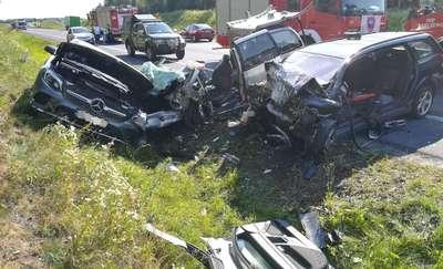 """Cztery samochody zderzyły się na """"szesnastce"""" [ZDJĘCIA, AKTUALIZACJA]"""