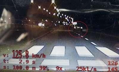 Pędził 125 km/h ulicą płk. Dąbka. Nagrali go policjanci, słono za to zapłaci [film]