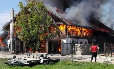 Pożar warsztatu samochodowego w Troszkowie. ZDJĘCIA