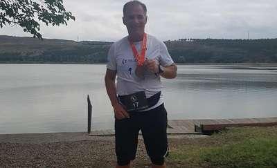 Biegacz z Bartoszyc zmierzył się z kolejnym wyzwaniem: trzy dni, trzy kraje, trzy maratony