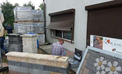 Włamanie do składu budowlanego. Właściciele liczą na pomoc świadków. [FILMY Z MONITORINGU]