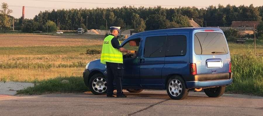 46-latkowi policjanci uniemożliwili dalszą jazdę i zatrzymali prawo jazdy