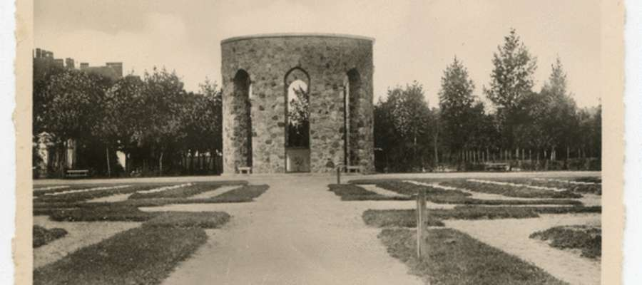 Na cmentarzu przy obecnej ul. Kasztanowej w Kętrzynie pochowano ciała 336 żołnierzy z czterech armii. Teraz to miejsce wygląda zupełnie inaczej...