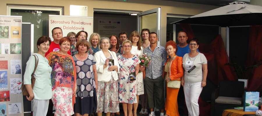 Wszyscy uczestnicy Powiatowych Wieczorów Poezji