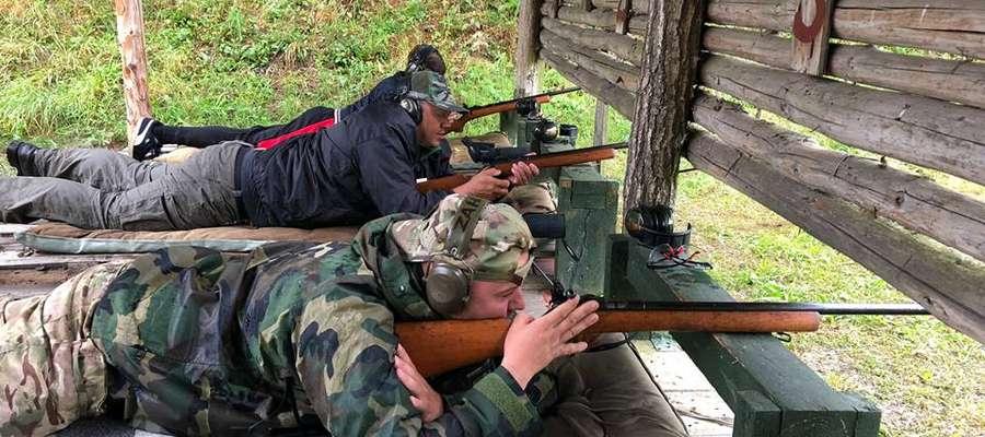 Pasjonatów strzelectwa nie brakuje. Zawody cieszą się rosnącą frekwencją.