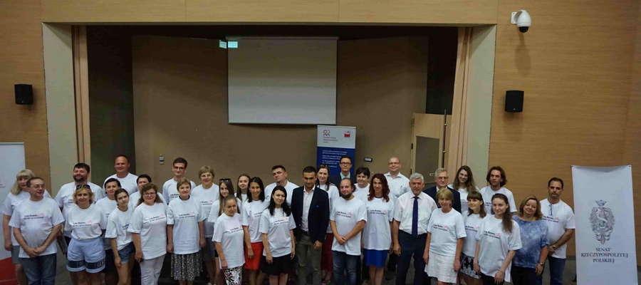 Uczestnicy  Akademii Kultury i Języka Polskiego z prof. Ryszardem Góreckim, rektorem UWM