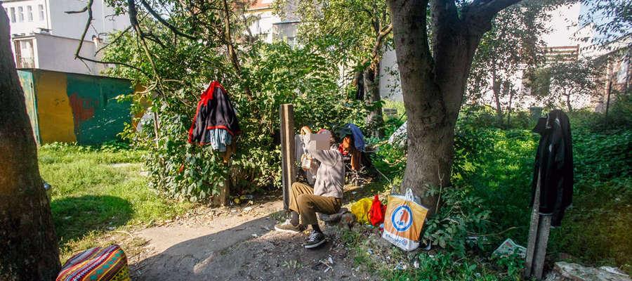 Bezdomny pan Roman przy ul. Trybunalskiej