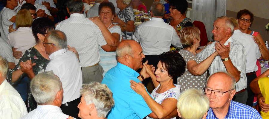 Uczestnicy spotkania na tanecznym parkiecie