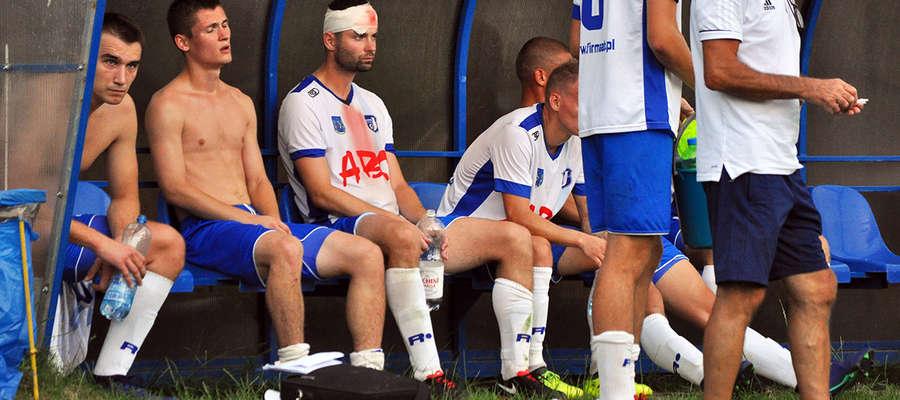 Wojciech Figurski, grający trener Jezioraka, mecz w Turznicy kończył z zakrwawioną głową