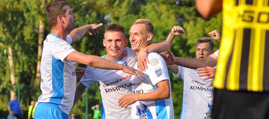 Piłkarze Jezioraka w niedzielnym meczu pokonali Mrągowię 3:1