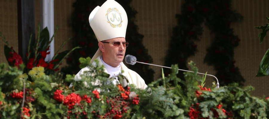 Ks. Abp. Wojciech Polak  to polski duchowny rzymskokatolicki, doktor nauk teologicznych, od 2014 roku prymas Polski