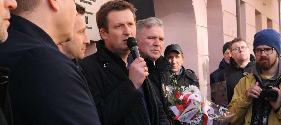 Kazimierz Bogusz (na zdjęciu z mikrofonem) od 2013 roku jest dyrektorem ełckiego muzeum.