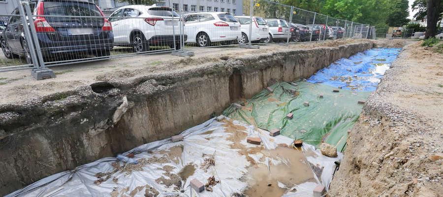 Cmentarz odkryto na tyłach KWP